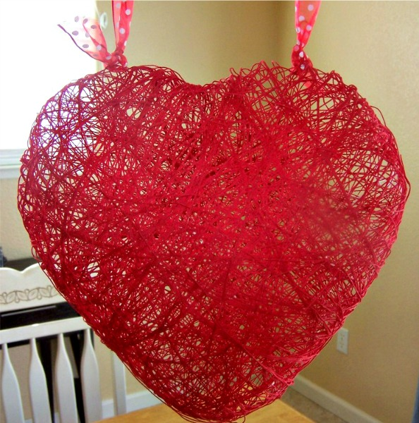 Valentine&#8217;s Day Craft: Heart Made Out of String and a Balloon