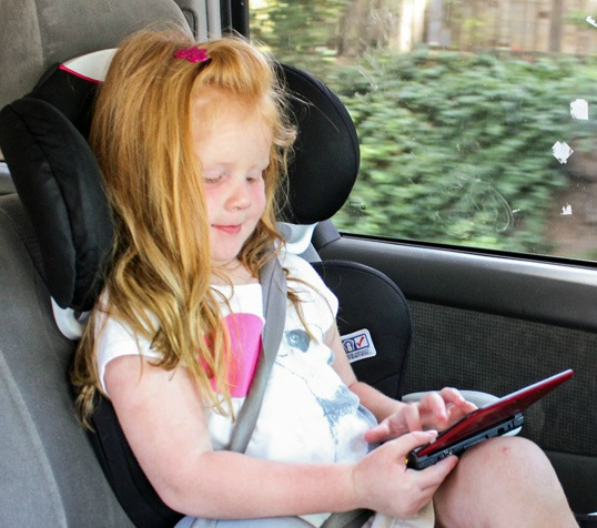 Kids traveling with Nintendo 3DS XL