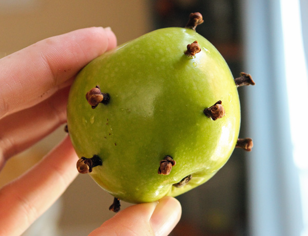 Clove studded Apple for Hot Cider #HarvestFun #shop