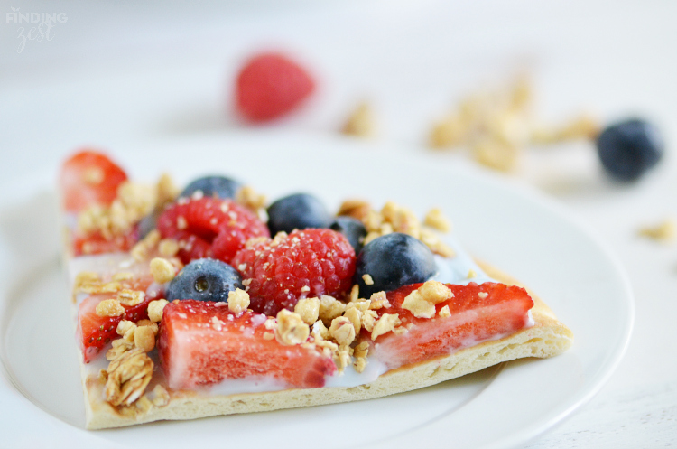 Sliced-Fruit-and-Yogurt-Breakfast-Pizza