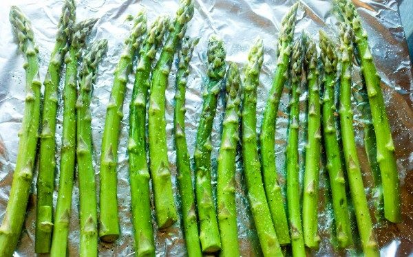 How to Roast Asparagus - the best way to cook asparagus!