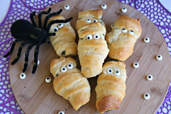 Jalapeno Popper Mummies are an excellent Halloween party snack!