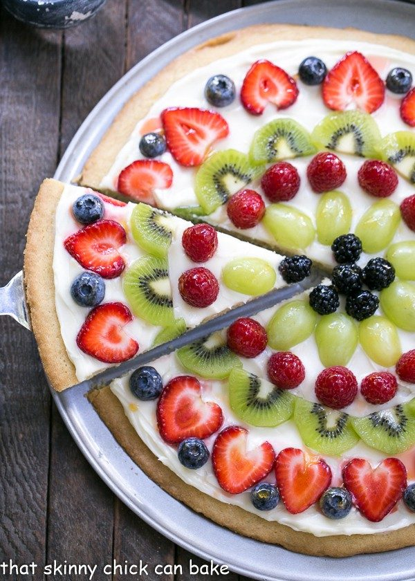 Fresh Fruit Pizza from That Skinny Chick Can Bake