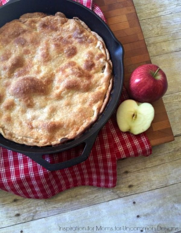 Easy Skillet Apple Pie from Uncommon Designs