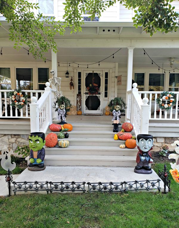 Simple Halloween Porch Decor