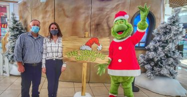 Holiday Pictures at the Grinch's Grotto: Westfield Galleria Mall